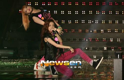 2NE1 @ Etude House 담홍색, 핑크 Play 음악회, 콘서트