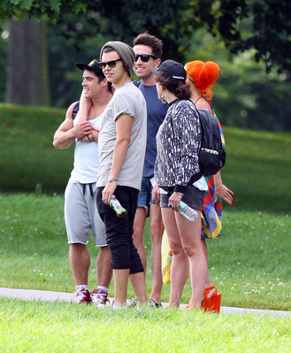 AUG 14TH - HARRY AT A PARK WITH FRIENDS