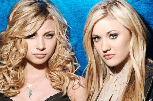 Aly and Aj <3