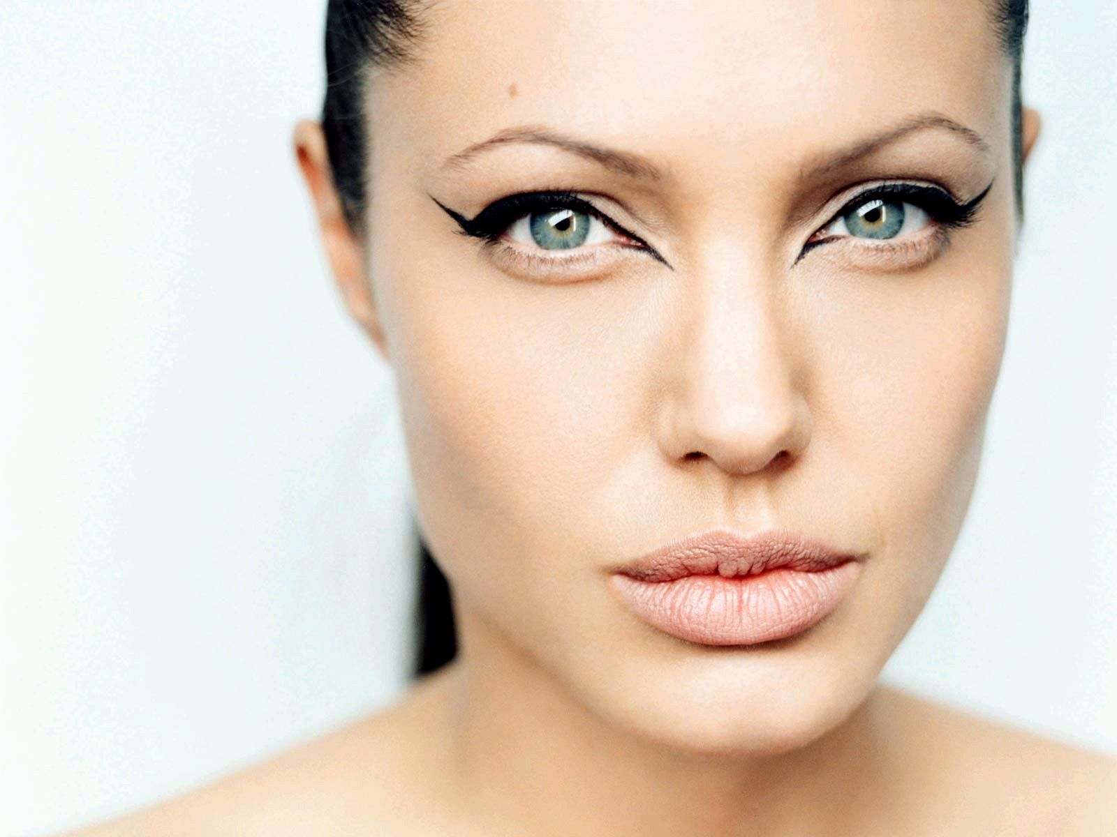 angelina jolie photos: