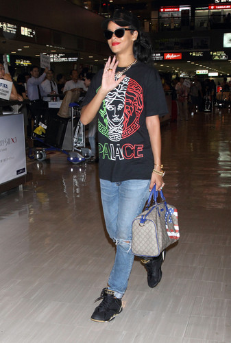 At Narita International Airport Tokyo [18 August 2012] - rihanna Photo