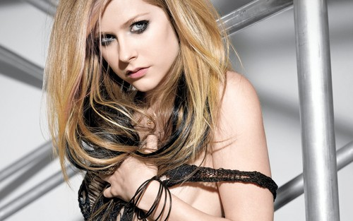 Avril Lavigne پیپر وال containing a portrait called Avril Lavigne