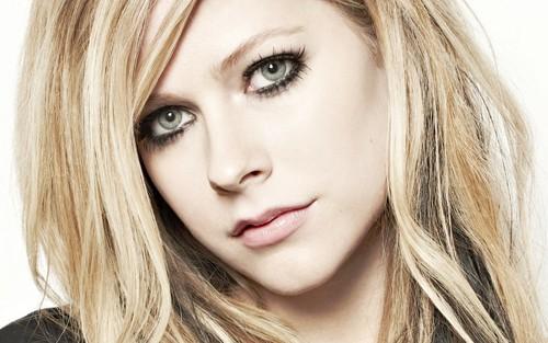 Avril Lavigne wallpaper with a portrait titled Avril Lavigne