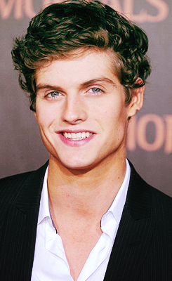 Daniel Sharman wallpaper containing a business suit, a suit, and a dress suit called Daniel Sharman
