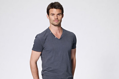 Daniel Gillies 壁紙 probably containing a leisure wear called Daniel