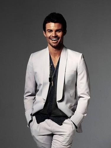 Daniel Gillies 壁紙 with a business suit titled Daniel