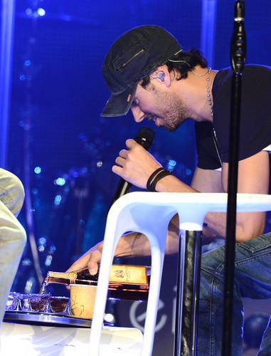 Enrique Iglesias Perform At The Staples Center