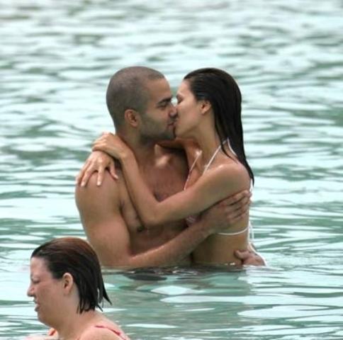 Eva and Tony vacation Ciuman