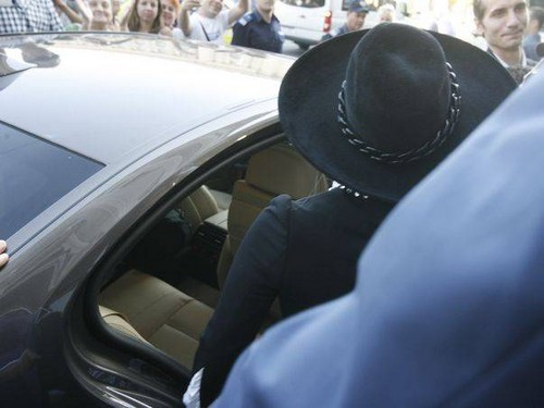 Gaga going to Piata Constitutiei in Bucharest, Romania