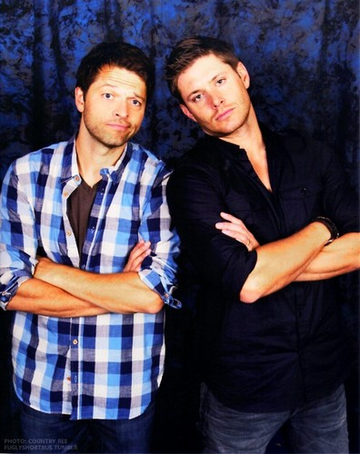 Дженсен Эклс Обои containing a well dressed person called Jensen Ackles & Misha Collins