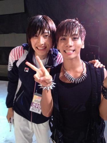 Jonghyun and Olympic mpira wa wavu athlete Kim Yun Kyung