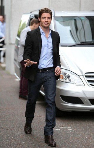 Josh Henderson arriving at Londres Studios