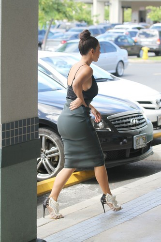 Kim Kardashian – Cleavage Candids in Hawaii