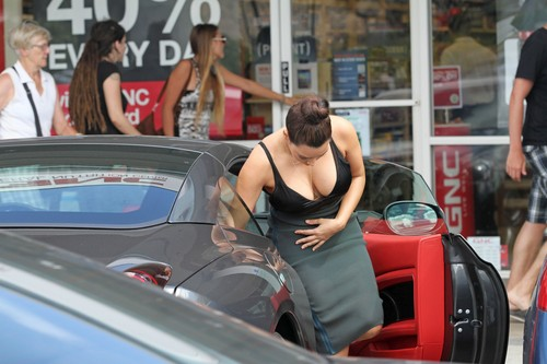 Kim Kardashian – Cleavage Candids in Hawaii