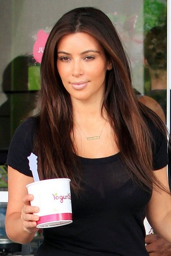 Kim and Kanye getting 겨울왕국 yogurt at Yogurtland in Hawaii