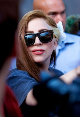 Lady Gaga arrives at her hotel in Amsterdam - lady-gaga Photo