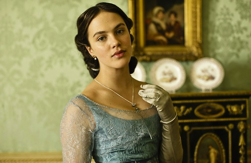 Lady Sybil Crawley wallpaper possibly containing a jantar dress, a coquetel dress, and a bridesmaid called Lady Sybil