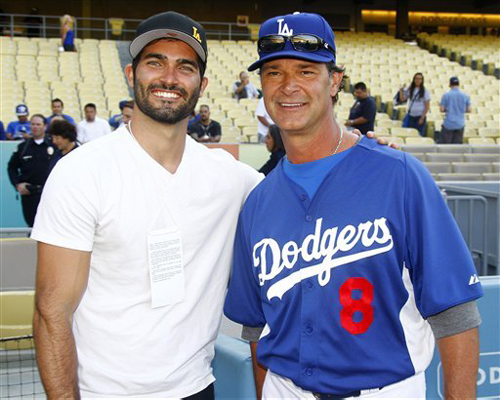 Tyler Hoechlin karatasi la kupamba ukuta possibly with a ballplayer, a right fielder, and an umpire titled Los Angeles Dodgers Game