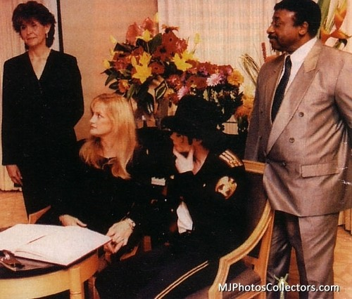 Michael Jackson Hintergrund containing a business suit, a suit, and a dress suit entitled Michael And Debbie's Wedding