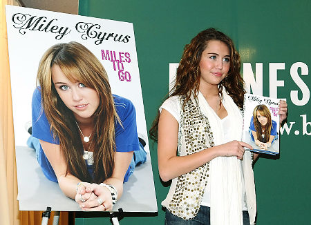 Miley at Barnes and Noble