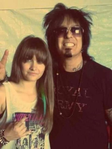 Paris Jackson achtergrond with sunglasses entitled Nikki Sixx and Paris ♥