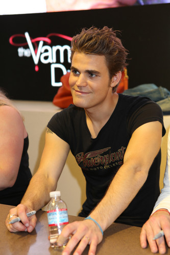 Paul - Comic Con - The Vampire Diaries Cast Signing (July 14th, 2012)
