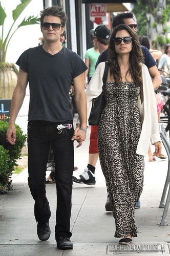 Paul and Torrey Taking a walk on Main mitaani, mtaa in Santa Monica, CA (July 1st, 2012)