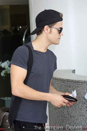 Paul leaving San Diego - Comic Con (2011)