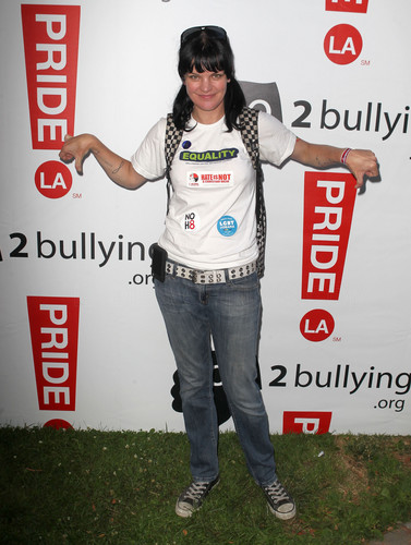 Pauley Perrette - 2012 LA Gay Pride día 2 Boo2 Bullying Lounge (Jun 10, 2012)
