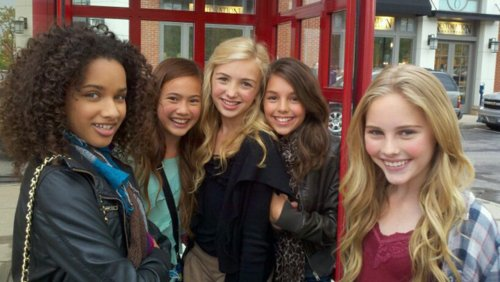 Peyton R. List (Emma Ross) wallpaper containing a street titled Peyton & Friends