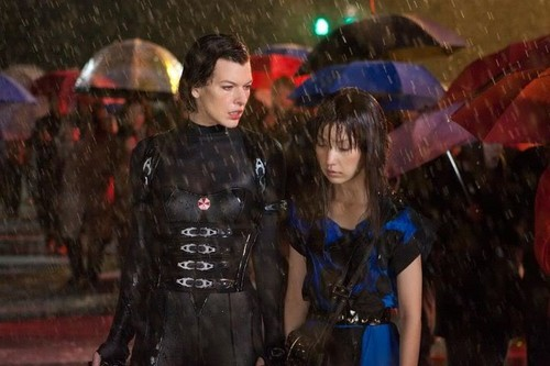 Resident Evil Retribution - Alice with the J-Pop girl zombie