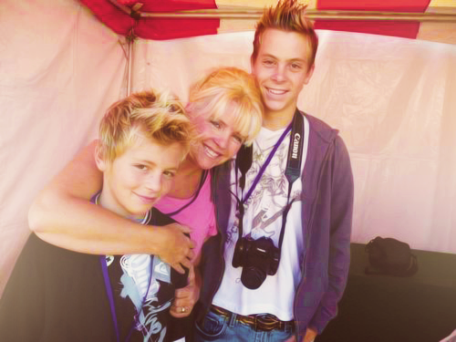 Riker and Ross with their mom