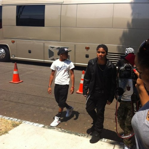Roc look straight up UNF,just plain UNF :* & yeaa