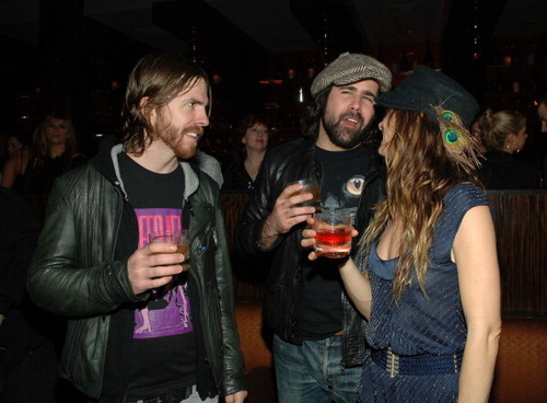 Ronnie having drinks with Juliette and The Licks - the-killers Photo