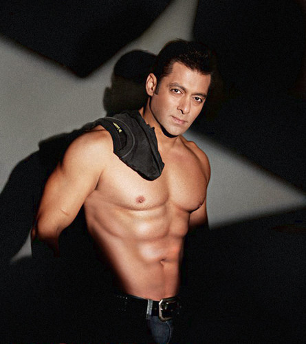 Bollywood wallpaper with a hunk entitled SALMAN KHAN SHIRTLESS