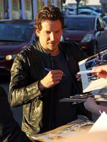 Sign Autographs