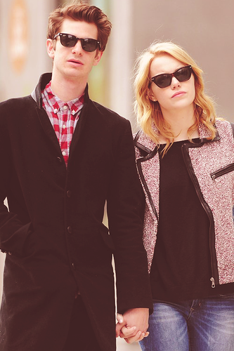Andrew गारफील्ड and Emma Stone वॉलपेपर with sunglasses and a business suit called Stonefield