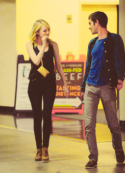 Andrew गारफील्ड and Emma Stone वॉलपेपर with a business suit entitled Stonefield