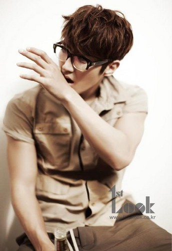 Super Junior's Siwon in 1st Look magazine - super-junior Photo