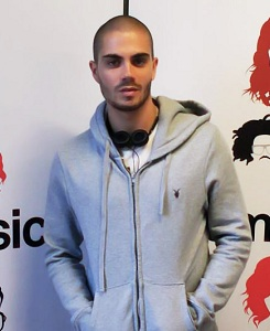 The Wanted Hintergrund with a sweatshirt titled The Gorgeous Max George <3