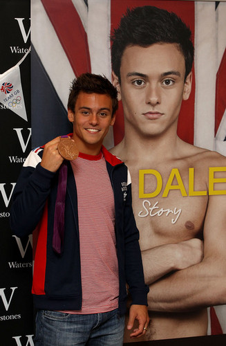 Tom at his book signing in London {16/08/12}. - tom-daley Photo