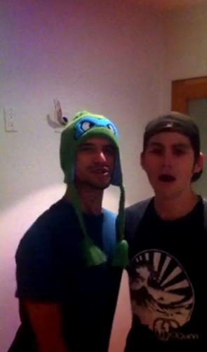 Tyler & Dylan rock out Ninja tartaruga style
