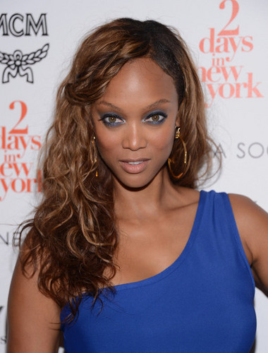 "Tyra Banks hình nền probably with a portrait called Tyra Banks at the Screening Of ""Two Days In New York"" 7 august 2012"