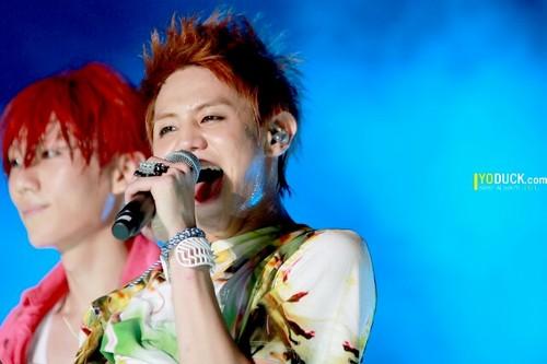YoSeob at Gwanghwamun Guerilla concert