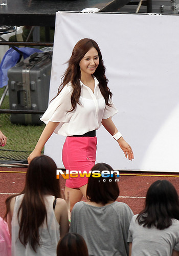 kwon Yuri karatasi la kupamba ukuta called Yuri @ SMTOWN Live World Tour in Seoul