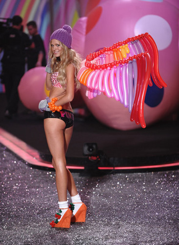 captures from The Victoria's Secret Fashion onyesha 2009