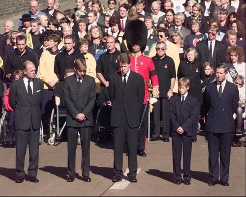 Prinzessin Diana Hintergrund with a business suit and a full dress uniform called diana funeral