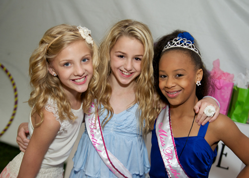 paige, chloe, and nia