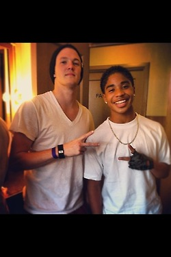 *le cries* OMG… R.I.P. to Roc's gap…