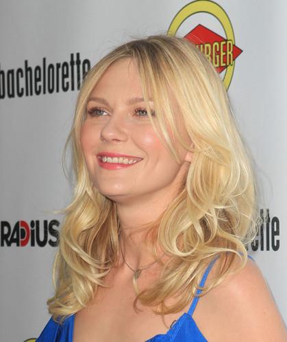 """커스틴 던스트 바탕화면 with a portrait entitled """"Bachelorette"""" Premiere in Hollywood - August 23, 2012"""